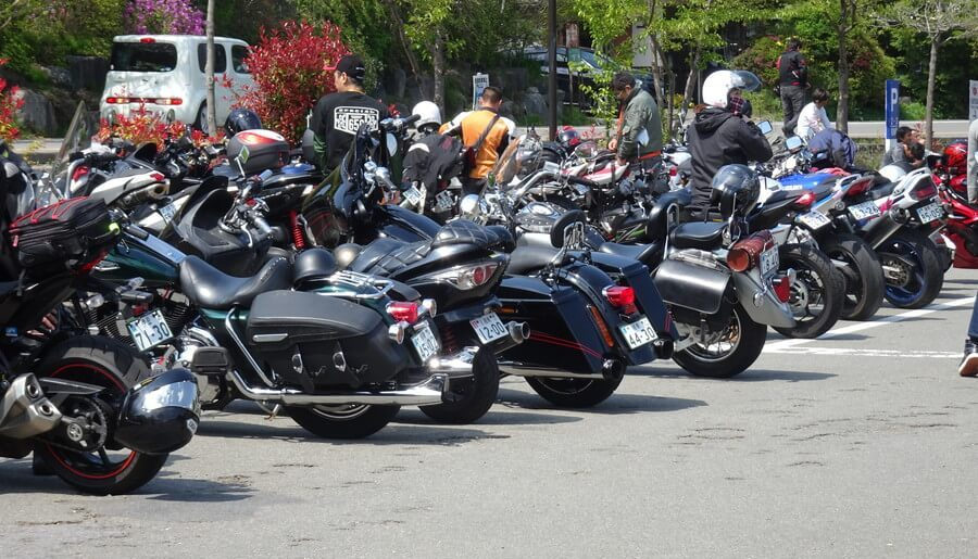 駐輪場のバイク
